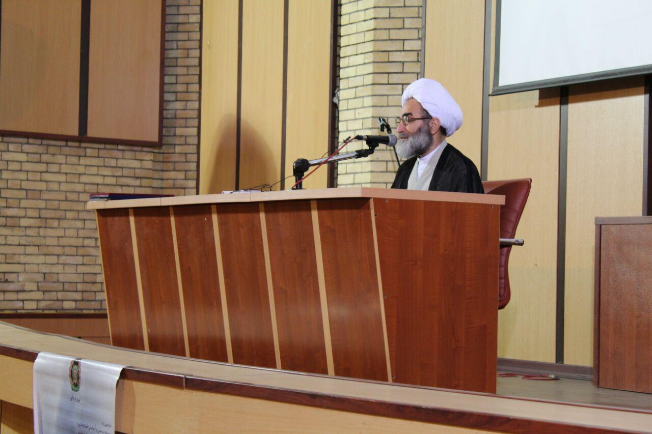 دشمن بداند با ترقه بازی نمی تواند مانع اهداف بلند ملت ایران شود