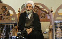 ملت ایران در برابر استکبار ایستاده اما برخی مسئولان دست گدایی به طرف آنان دراز میکنند