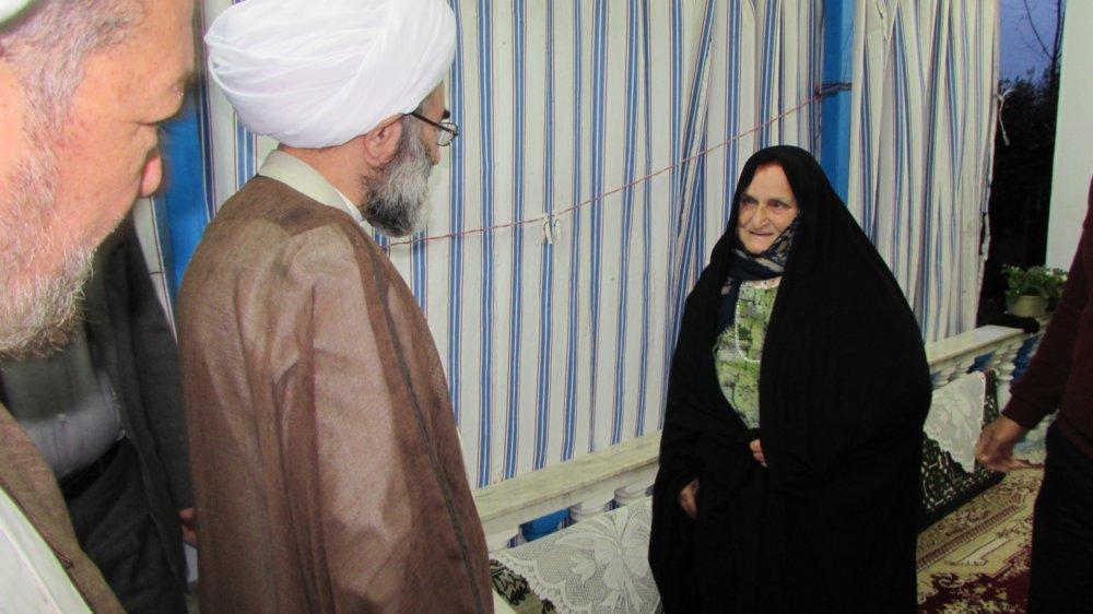 """دیدار  آیت الله فلاحتی با خانواده شهید اهل تسنن """"روانبخش طاهری"""" در رضوانشهر + تصاویر"""