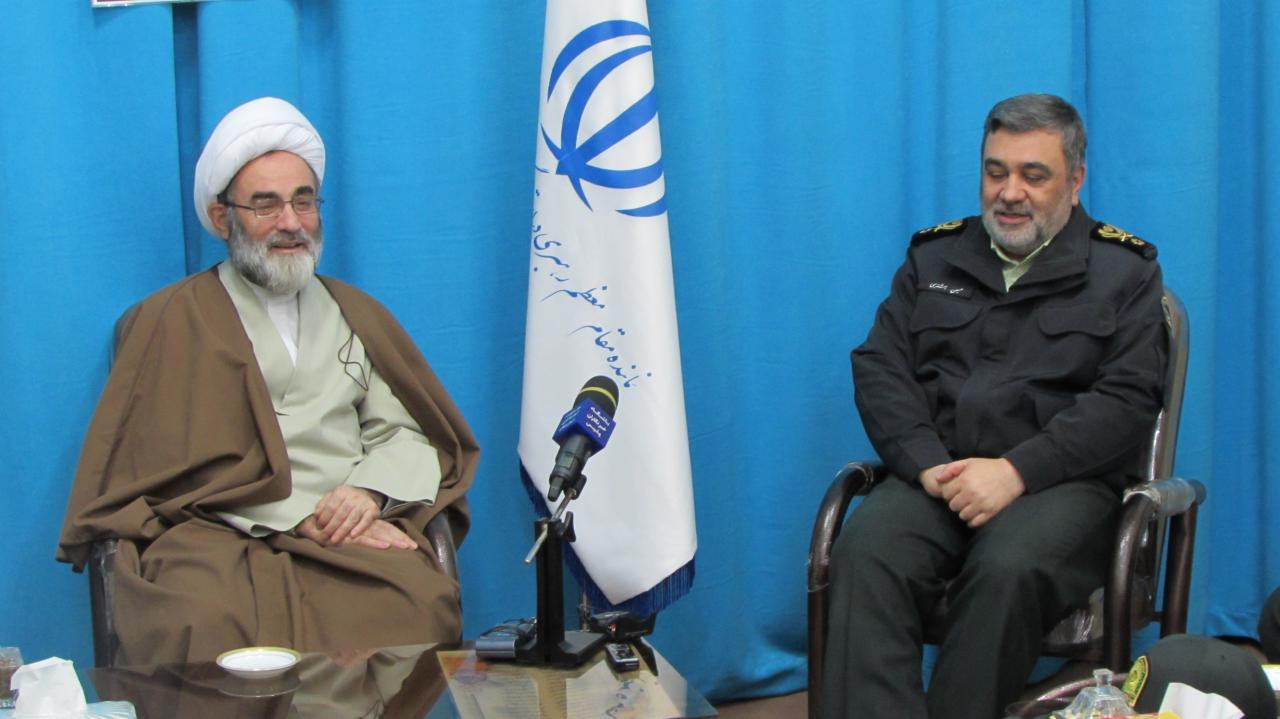 نیروی انتظامی حامی و پاسدار انقلاب اسلامی و امین مردم است