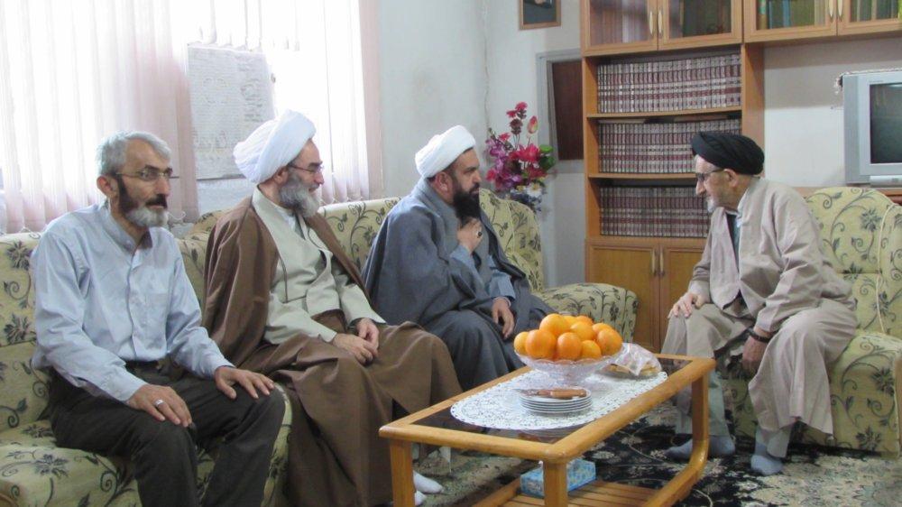 عیادت آیت الله فلاحتی از حجت الاسلام حسینی یکی از مبارزین انقلابی در خشکبیجار + تصاویر