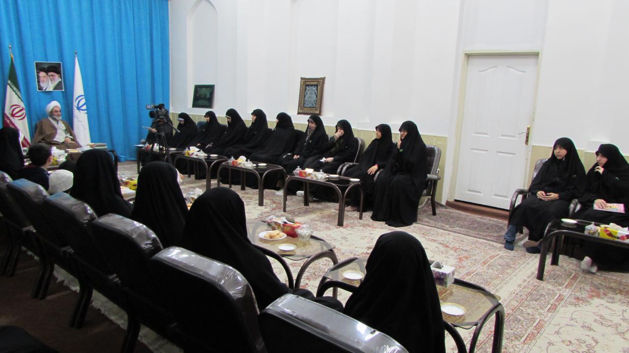 وجود مکان های نامناسب برازنده برنامه های قرآنی نیست/ آموزش امور قرآنی باید با عشق باشد/ بدحجابی مایه رنجش جامعه اسلامی است