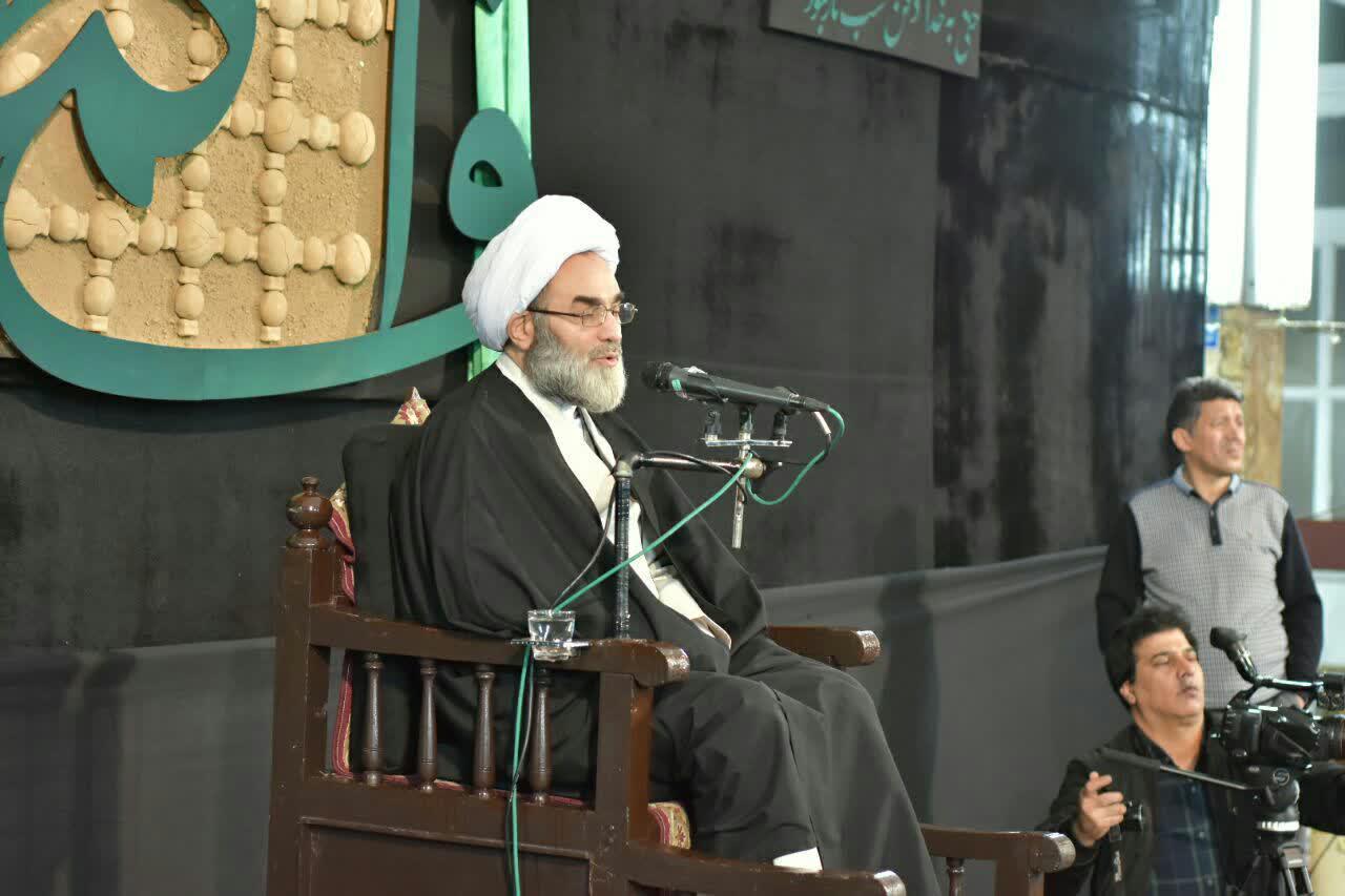 کسانی که در مسئولیتهای سیاسی و اجتماعی با فتنه همراهی میکنند باید رد صلاحیت شوند/ کسی که ثقهالاسلام هم نبود یکباره آیتالله شد/ بسیاری از شخصیت های انقلابی به خاطر فرزندان خود به تباهی رسیدند