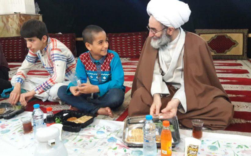 افطار نماینده ولی فقیه در گیلان با ایتام کمیته امداد در مصلی رشت/ آیت الله فلاحتی: توجه ویژه به ایتام بر همه انسان ها لازم است+ تصاویر