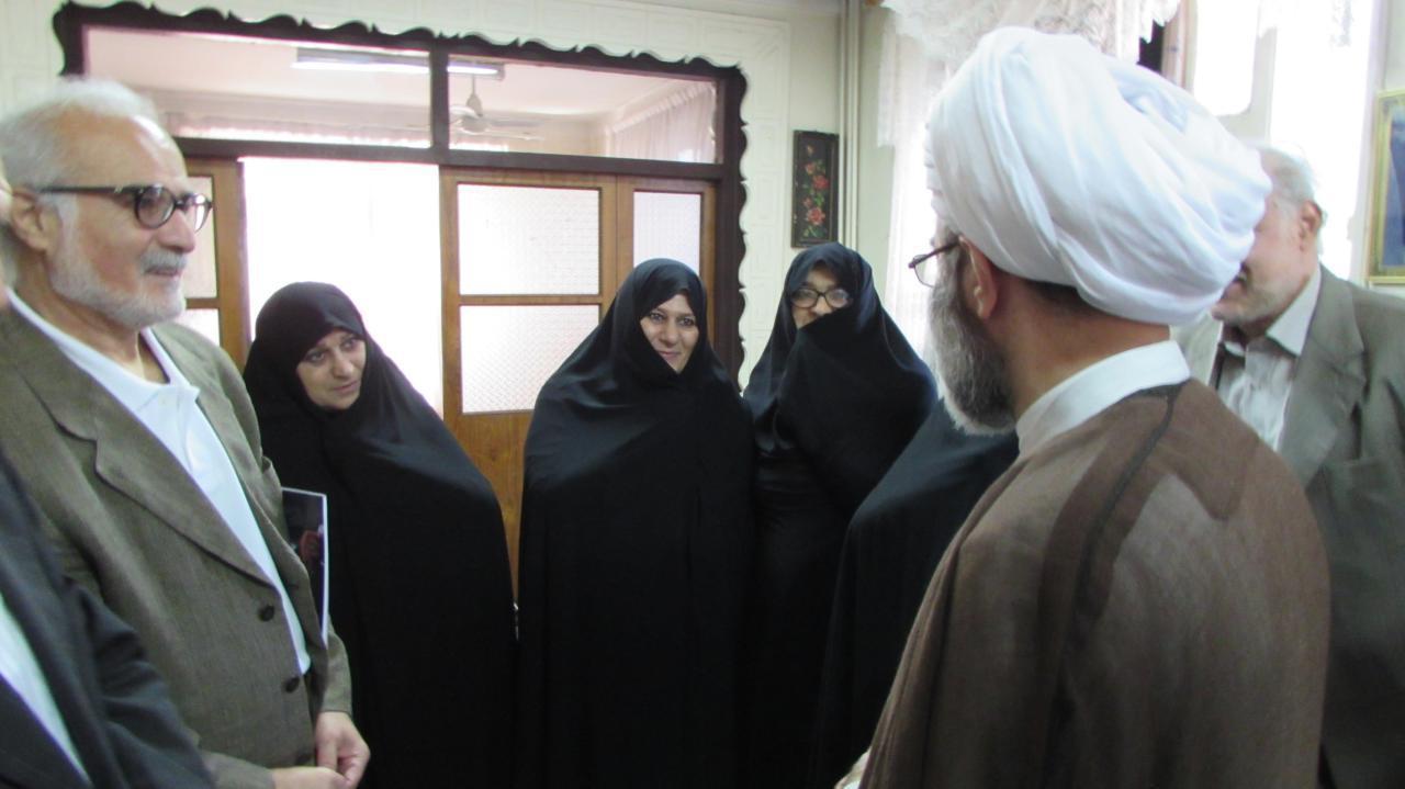 حضور آیت الله فلاحتی در منزل شهید محراب آیت الله احسانبخش و دیدار با خانواده معظم ایشان+ تصاویر