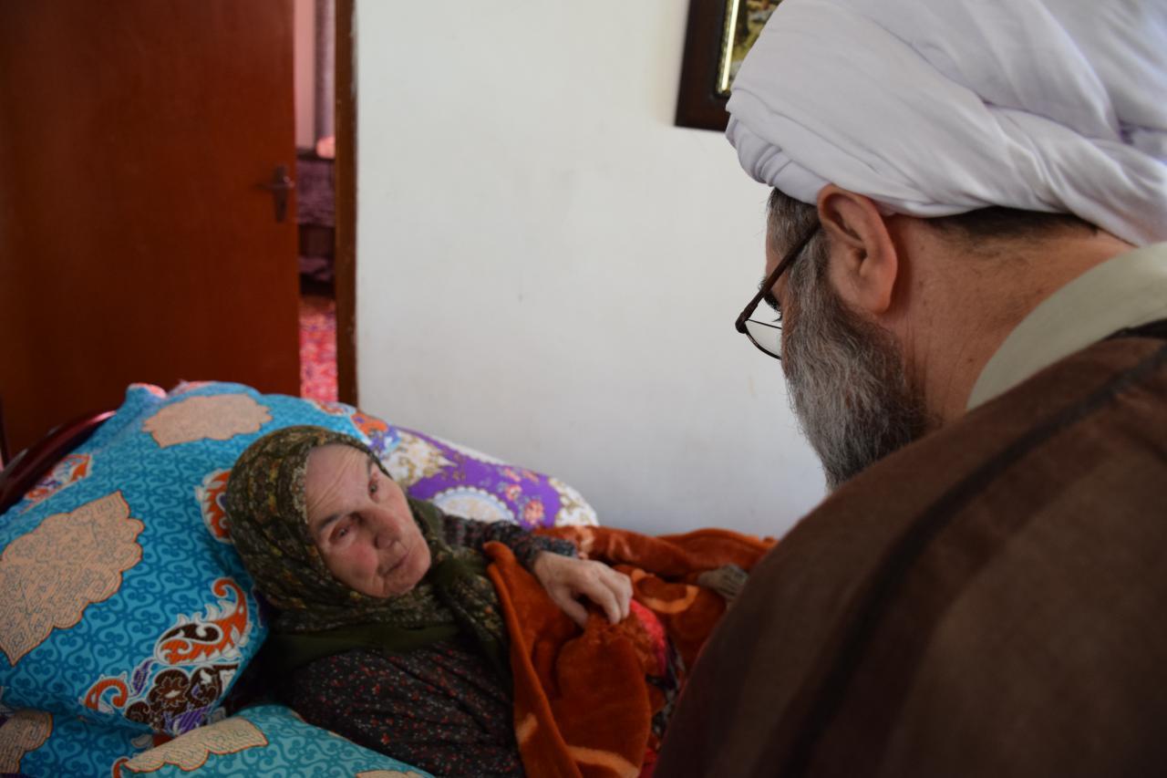 دیدار  آیت الله فلاحتی با مادران ۳ شهید والامقام و روحانی جانباز در فومن+ تصاویر