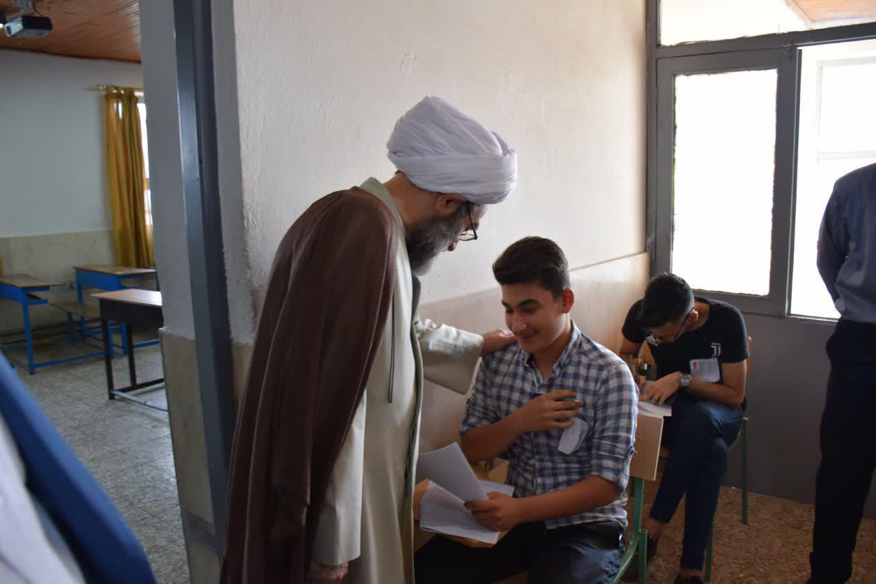 بازدید آیت الله فلاحتی از حوزه امتحانی سال آخر دبیرستانهای دخترانه و پسرانه رشت + تصاویر
