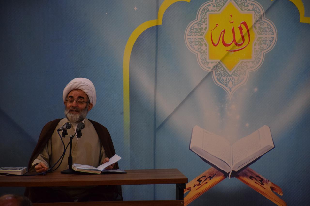 تکرار در آیات قرآن موجب می شود دنیای جدیدی به روی انسان گشوده شود/ اگر تمام دنیا را جمع کنیم در برابر سوره حمد هیچ است