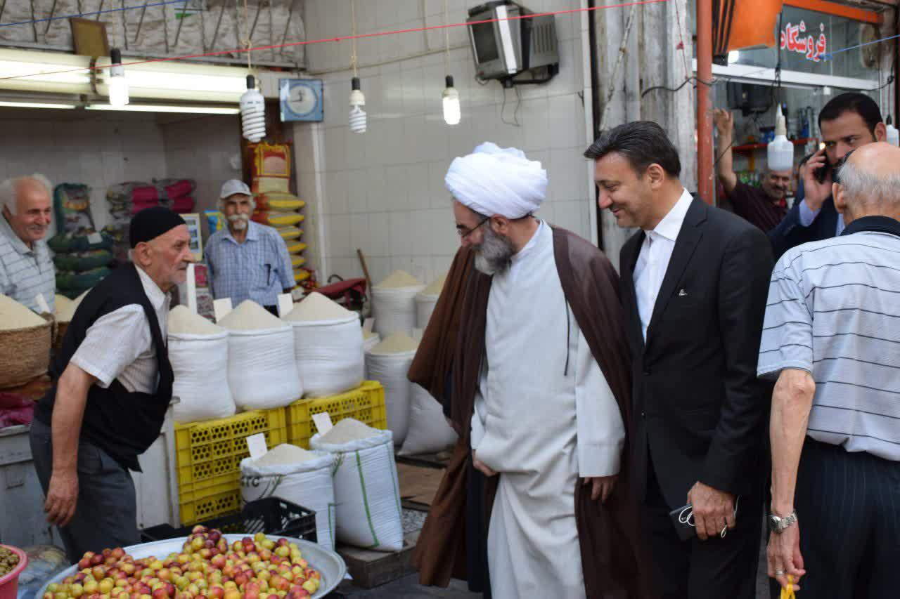 حضور آیت الله فلاحتی در بازار رشت و دیدار صمیمانه با بازاریان در مسجد کاسه فروشان+ تصاویر