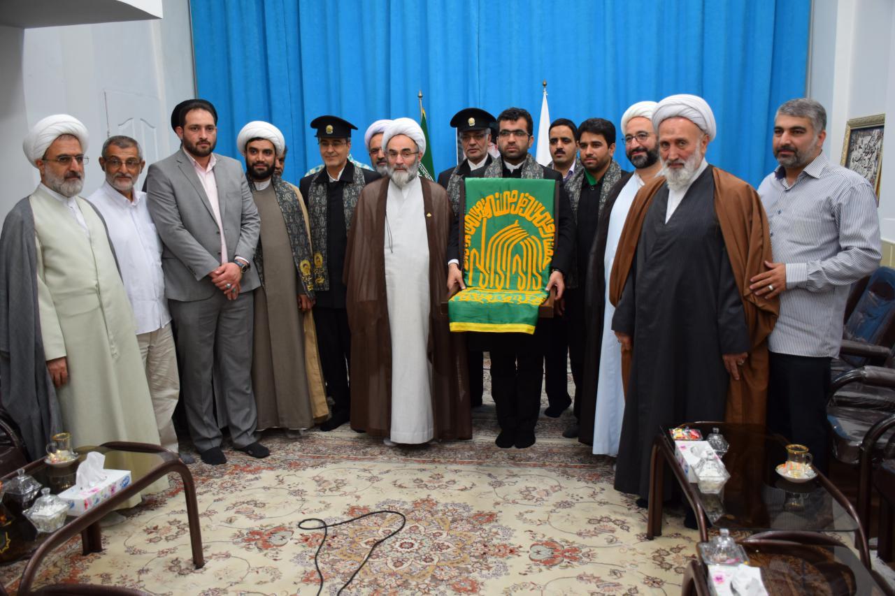 دیدار خادمان بارگاه ملکوتی امام رضا(ع) با نماینده ولی فقیه در گیلان+ گزارش تصویری