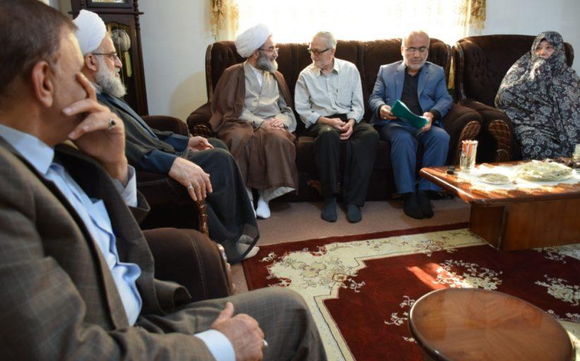 دیدار نماینده ولی فقیه در گیلان با 4 خانواده معظم شهدا در صومعه سرا + گزارش تصویری
