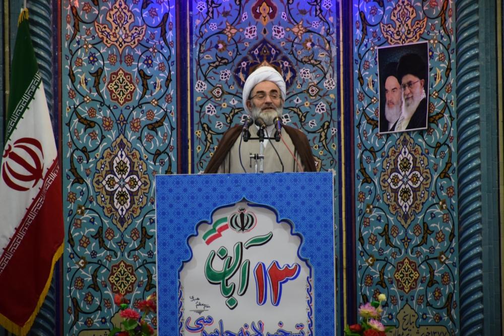 مردم راهپیمایی 13 آبان را گسترده تر از سال های گذشته برگزار میکنند/ دنیا فهمیده که ملت ایران هنوز مدرس ملت هاست/ غفلت مسئولان فرهنگی در زمینه عفاف و حجاب