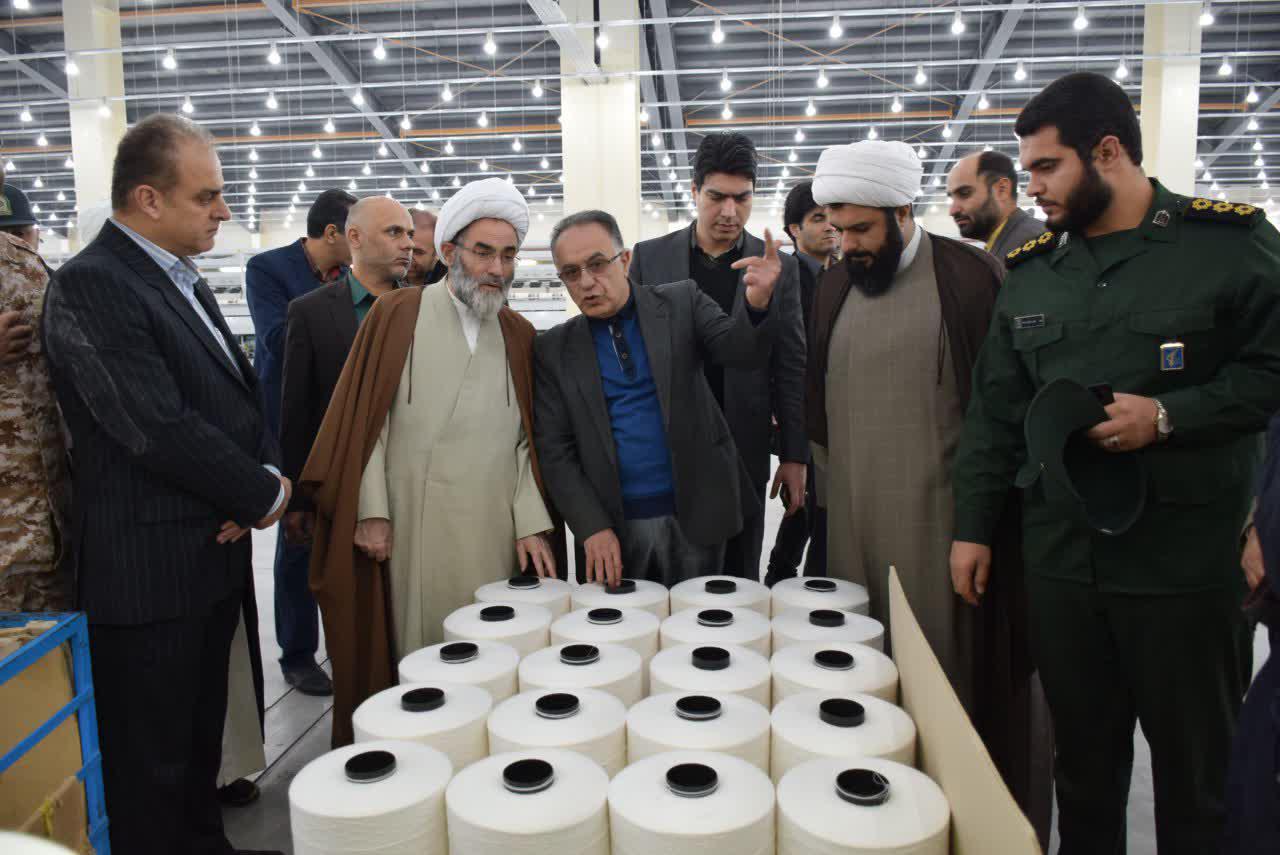 حضور نیم روزه آیت الله فلاحتی در کوچصفهان/ از دیدار با خانواده معظم شهید قنبری تا بازدید از شرکت نساجی پرتو + گزارش تصویری