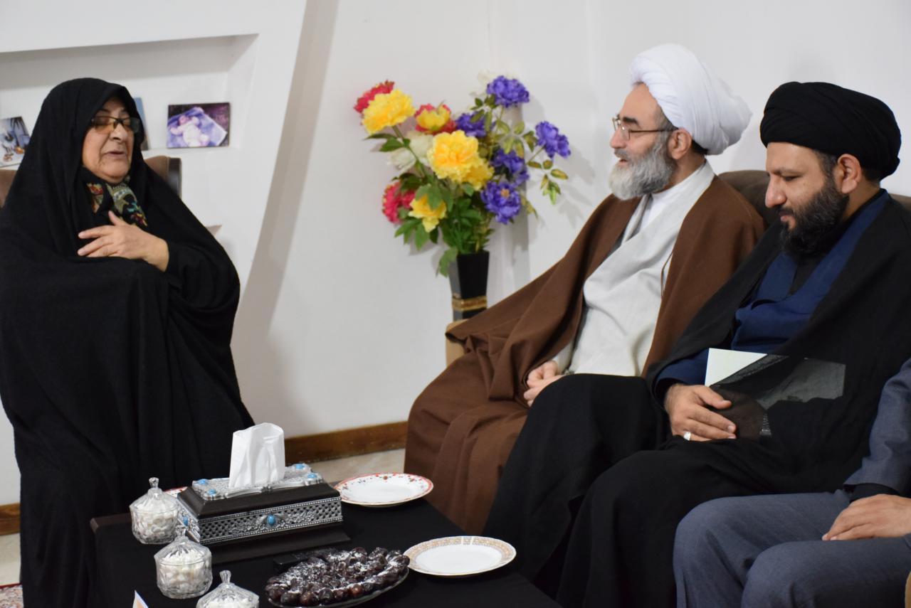 دیدار نماینده ولی فقیه در گیلان با خانواده های شهیدان