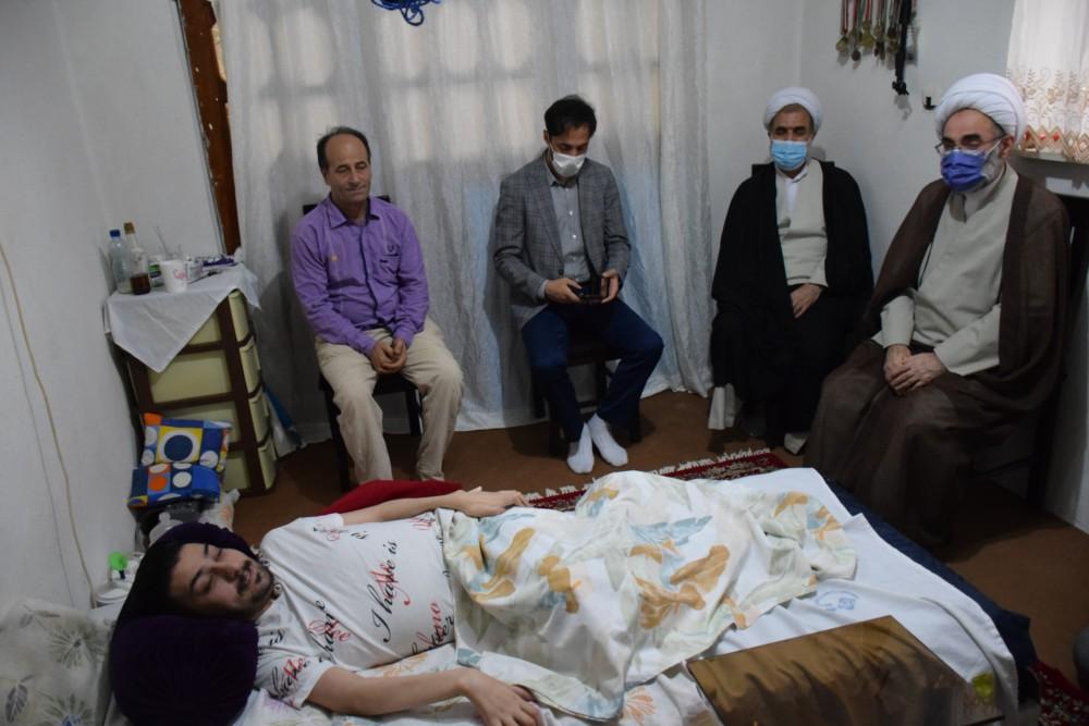 عیادت نماینده ولی فقیه در استان از وزنه بردار مصدوم گیلانی+ تصاویر