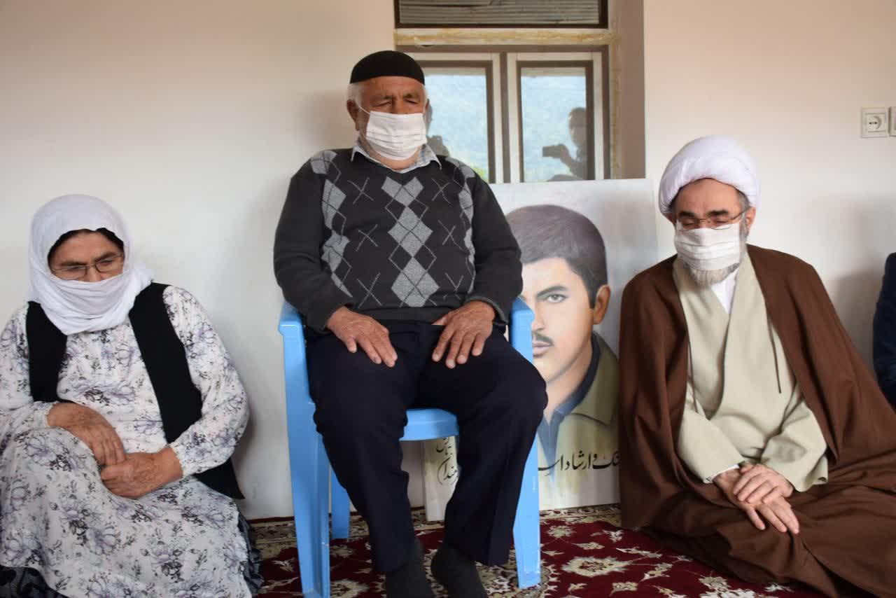 دیدار نماینده ولی فقیه در گیلان با خانواده معظم شهید تازه تفحص شده «فرمان پوریعقوب» در تالش