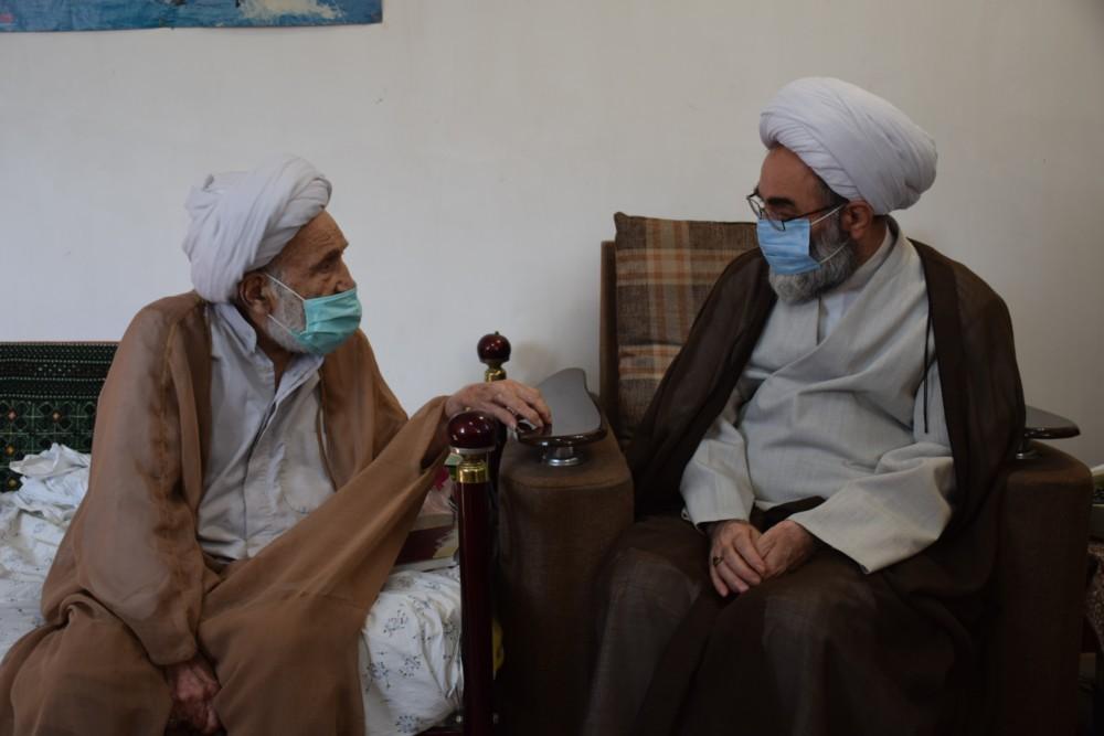 دیدار نماینده ولی فقیه در گیلان با ۲ روحانی مُعمّر شهرستان لاهیجان + تصاویر