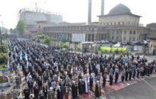 اقامه نماز باشکوه عید سعید فطر به امامت نماینده ولی فقیه در گیلان/ گزارش تصویری