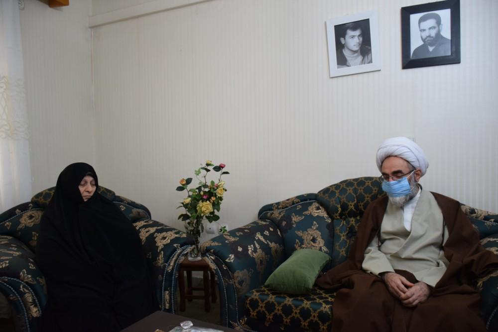 دیدار نماینده ولی فقیه در گیلان با 2 خانواده شهید و یک جانباز عملیات آزادسازی خرمشهر